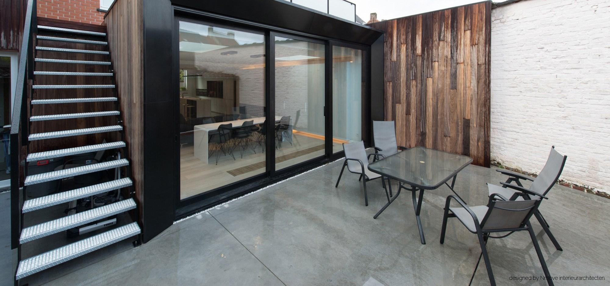 Houten buitenschrijnwerk op maat af interieur - Interieur gevelbekleding houten ...