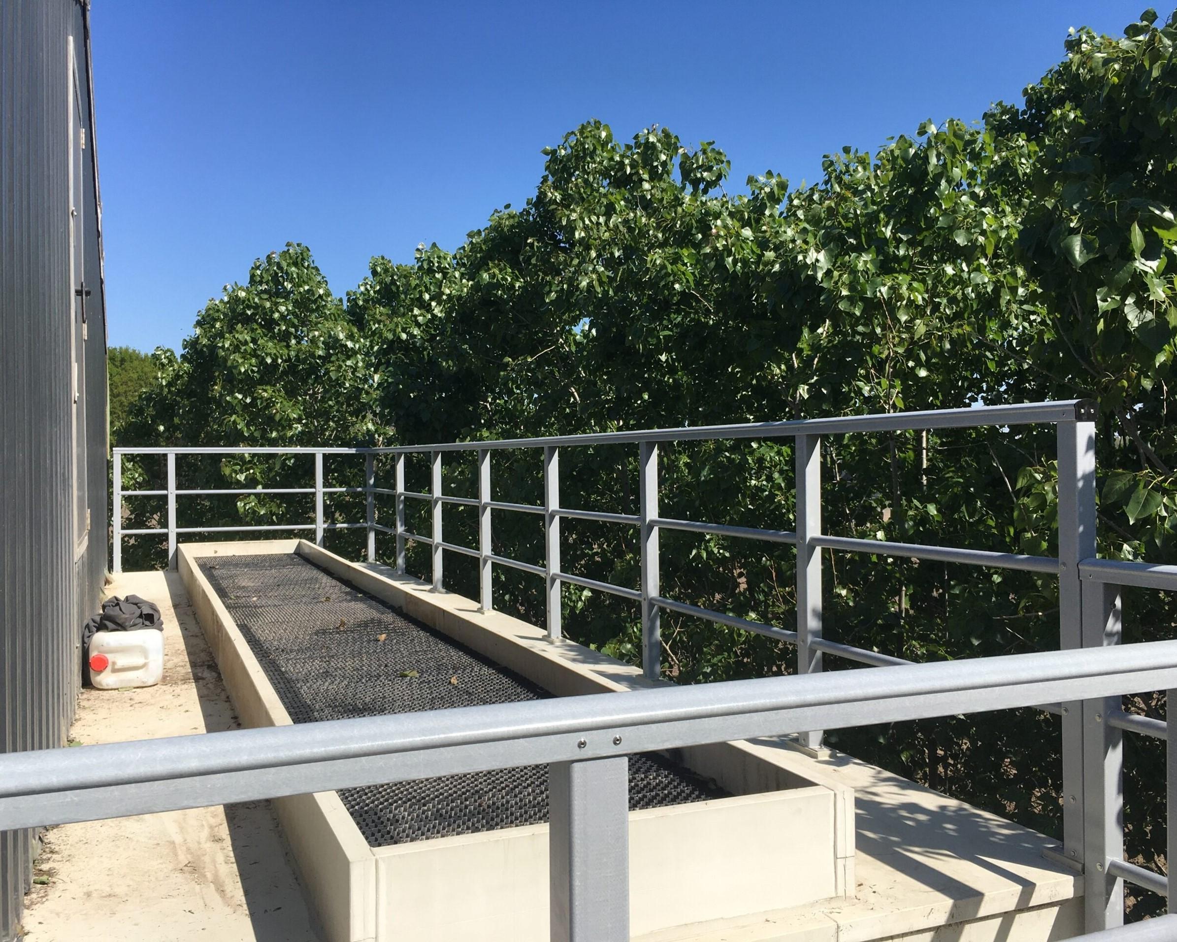 Veilige glasvezel versterkte omheining bij luchtwasser