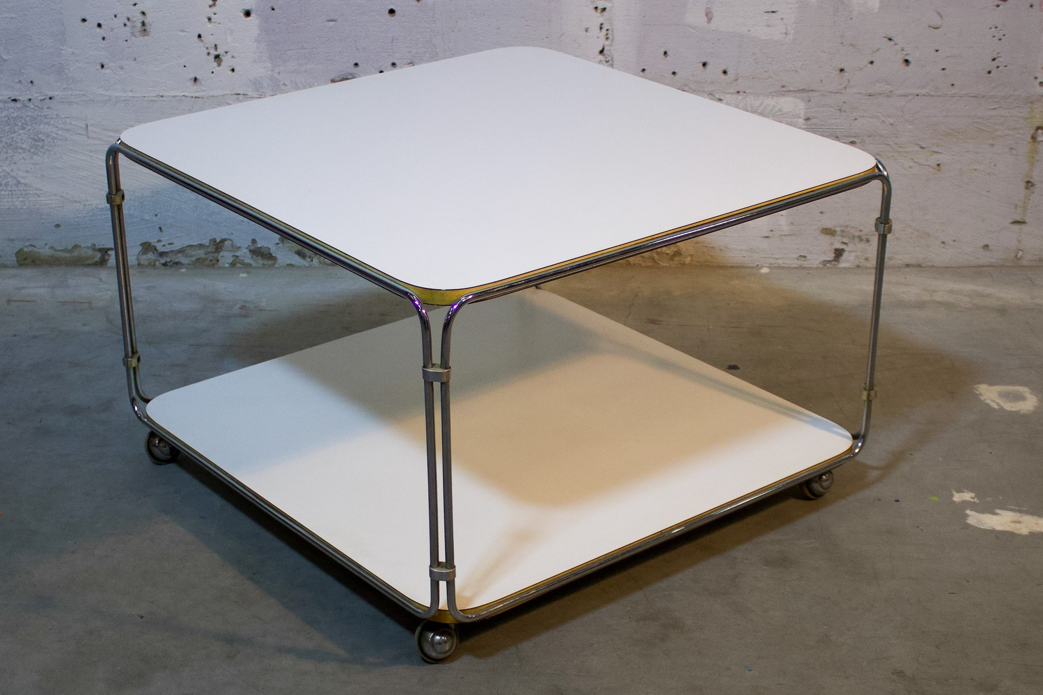 coffee table white / chrome