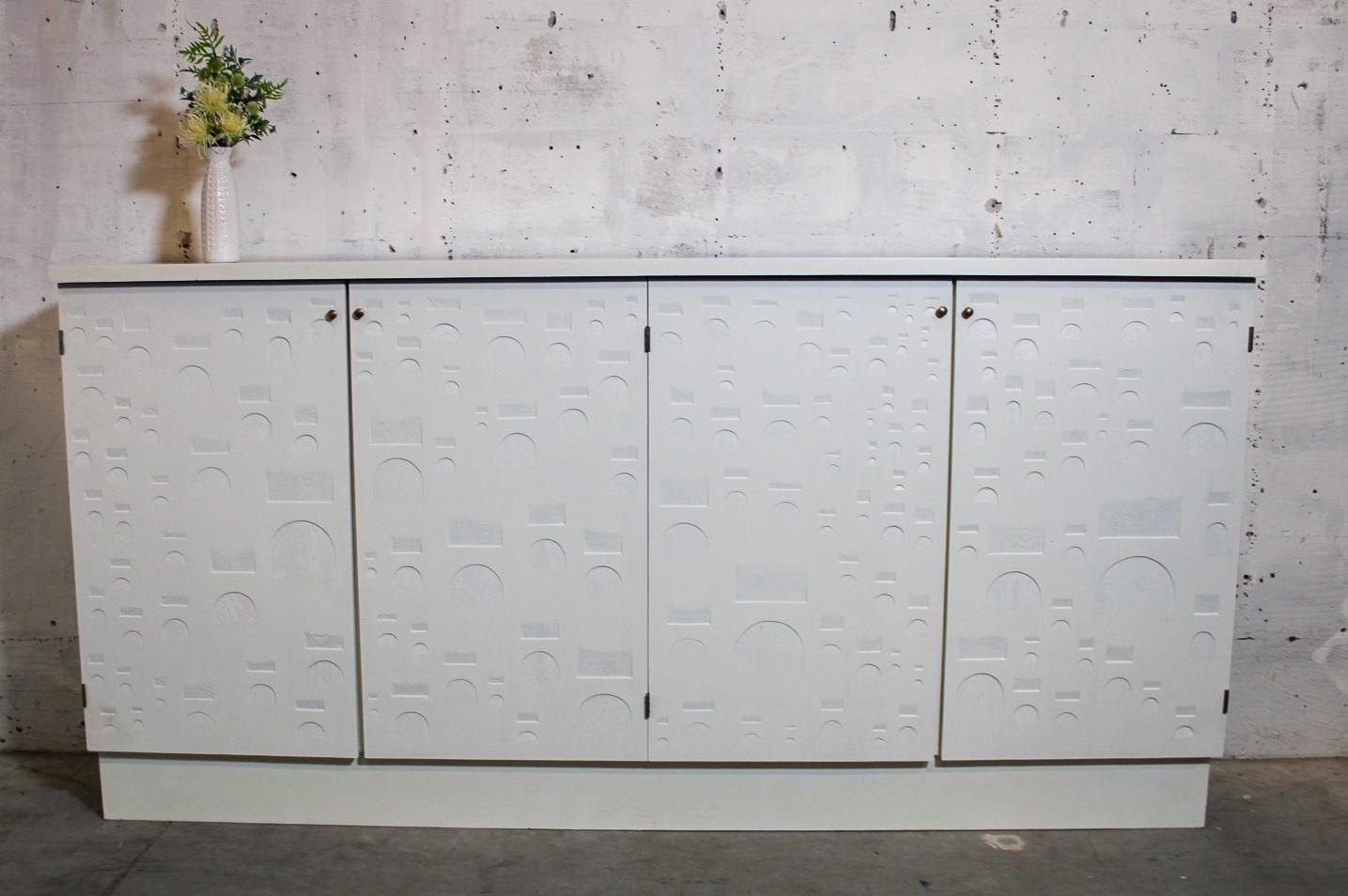white high board
