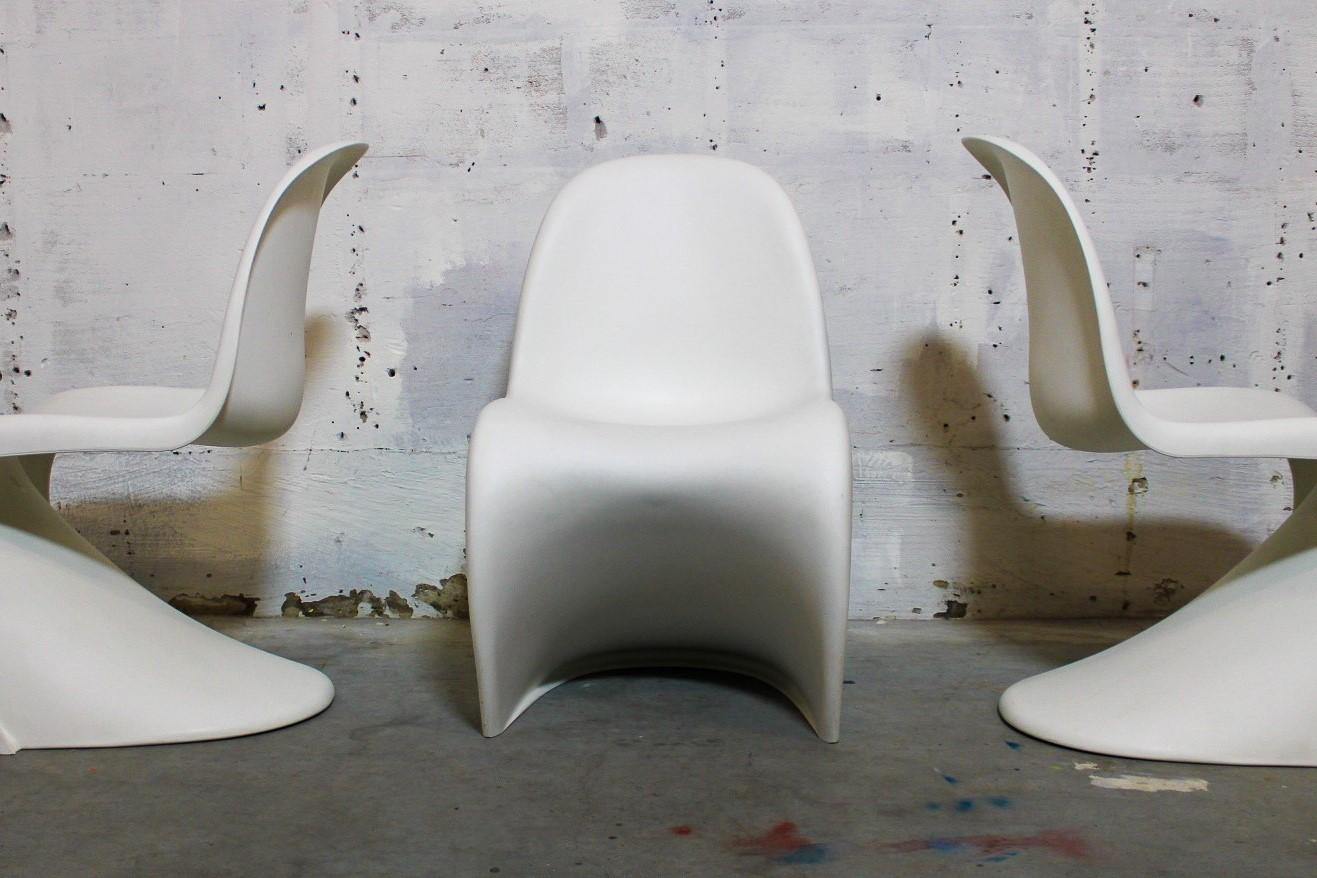 S-chairs white