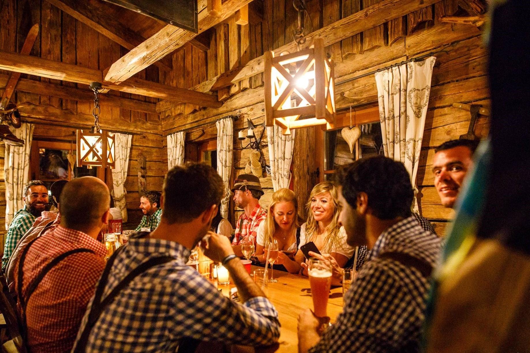 GEZELLIG TAFELEN#Traditioneel tafelen met vrienden en familie