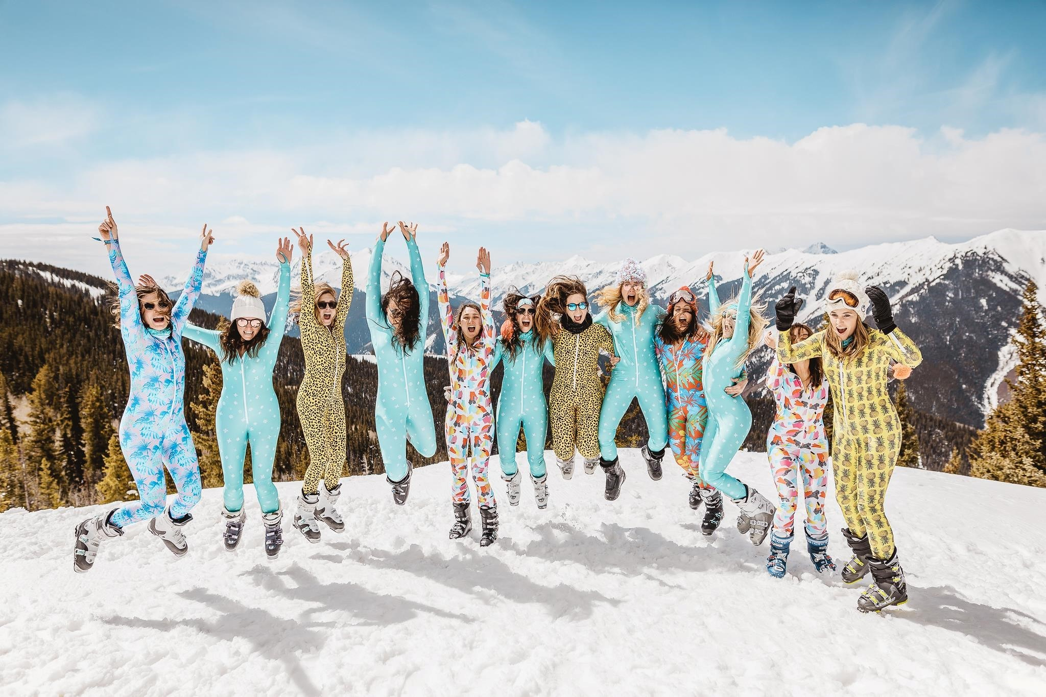 SKI SAFARI#afspraak boven op de berg met je gekste outfit