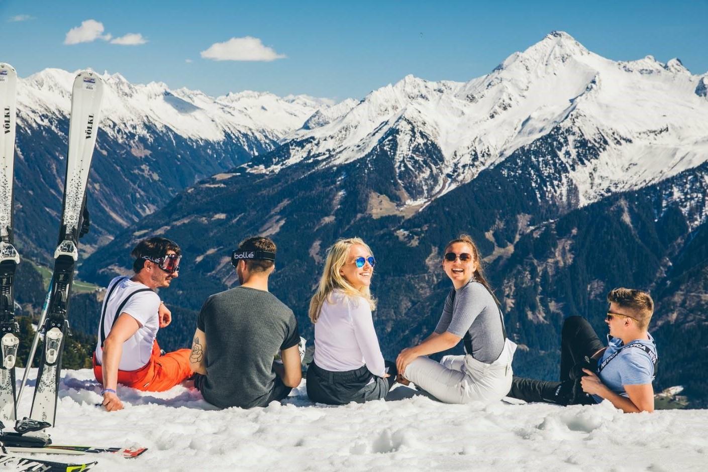 SKIEN EN SNOWBOARD# ten volle genieten van prachtige pistes met de collega's
