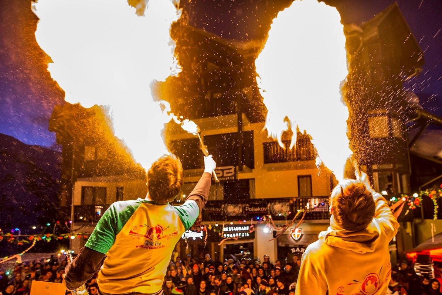 CONCEPTUELE VERWENNERIJ#vuur, spektakel en shows van artiesten