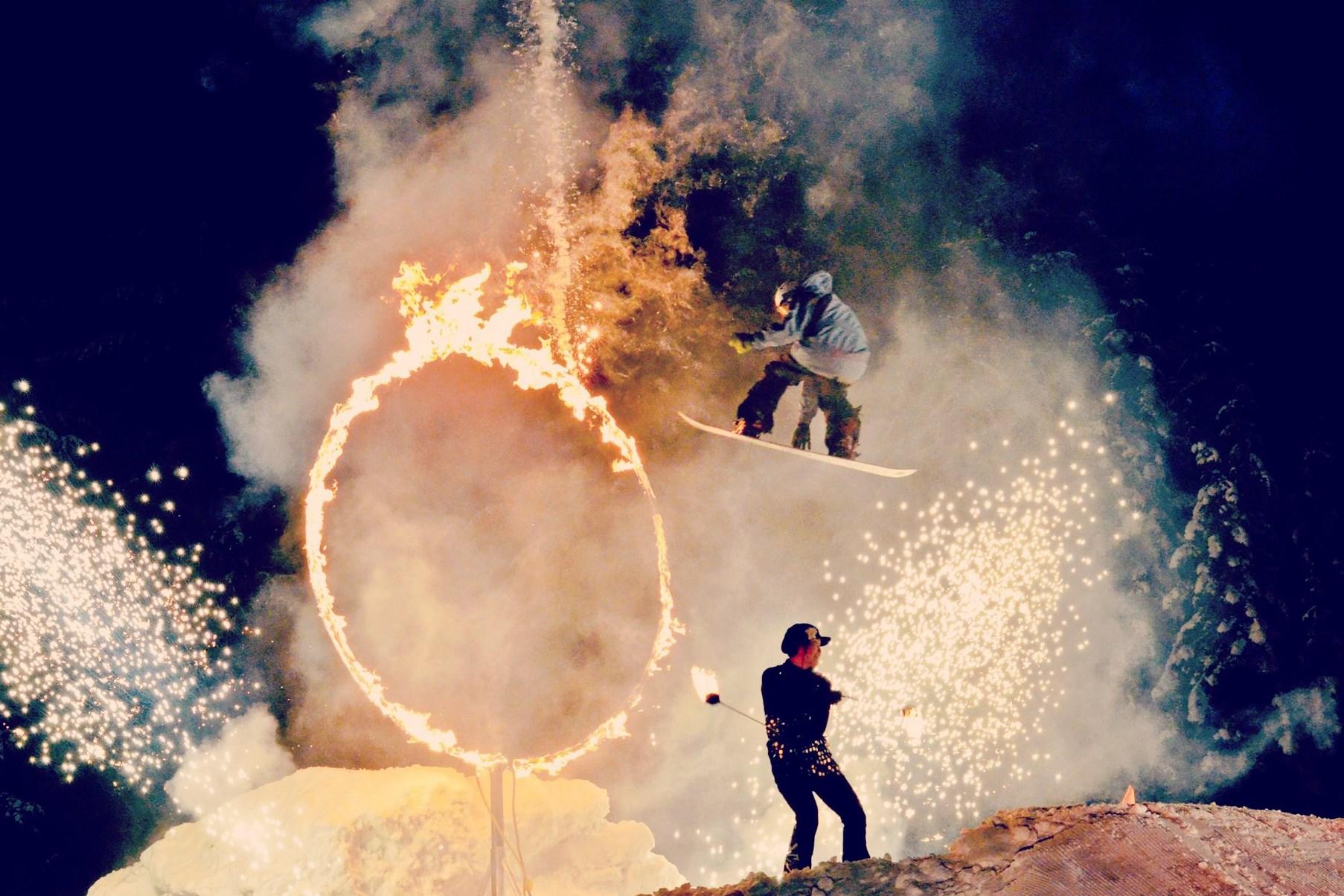 FIRE SHOW# Spectaculaire vuurshow en vuurwerk in het centrum van Risoul