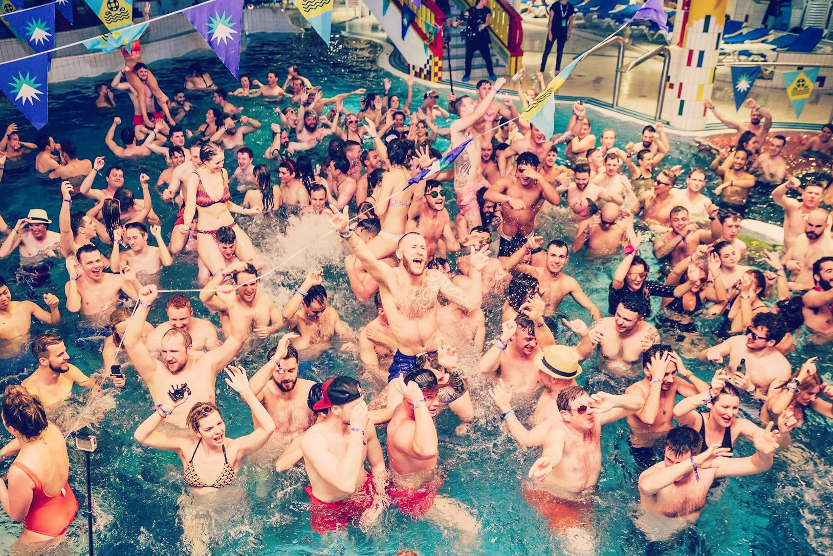 POOL PARTY # swimsuits optional: alles uit
