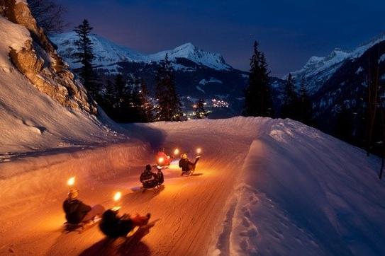 FAKKELAFDALING# eerst lekker dineren in de bergen en daarna afdalen!