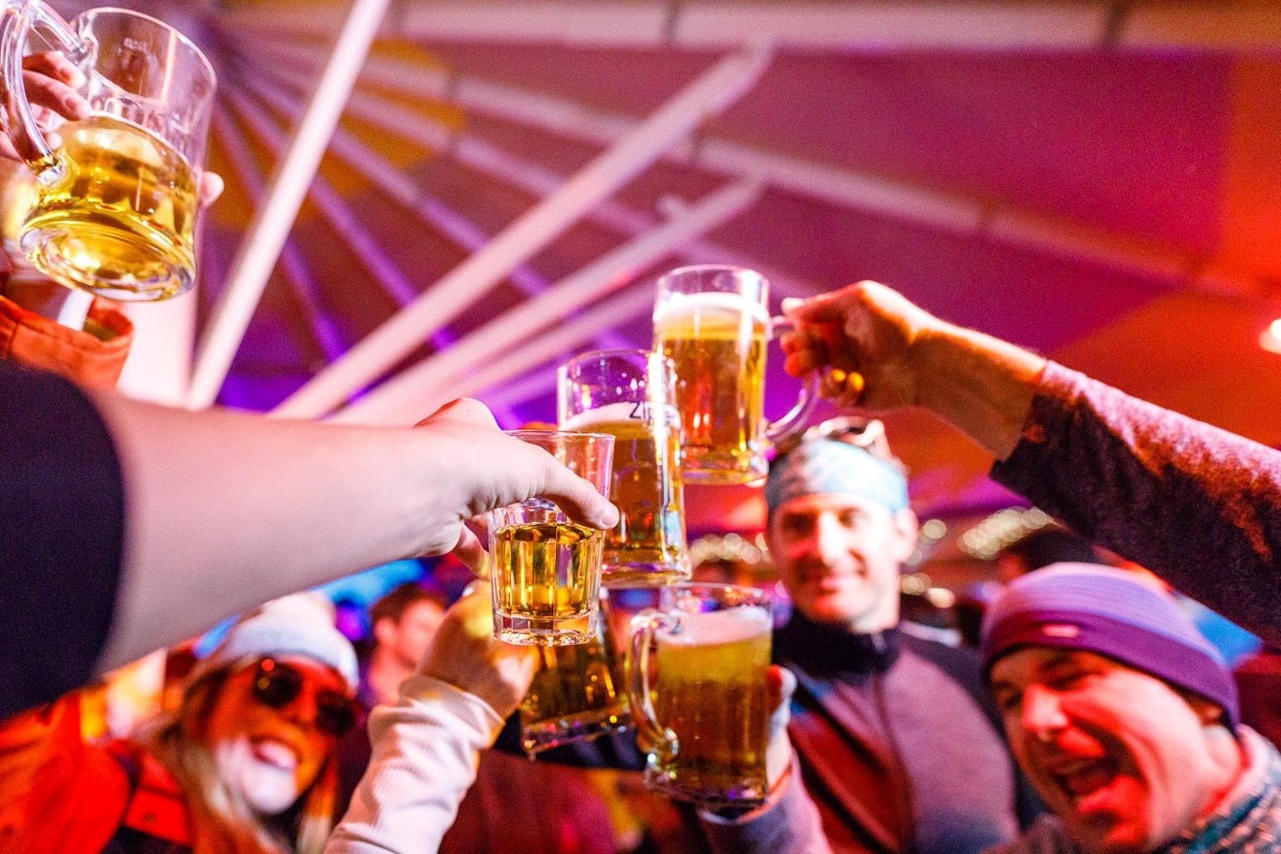 ALL-IN DRANKFORMULE#In de SnowBite Mansion softs, bier en wijn à volonté